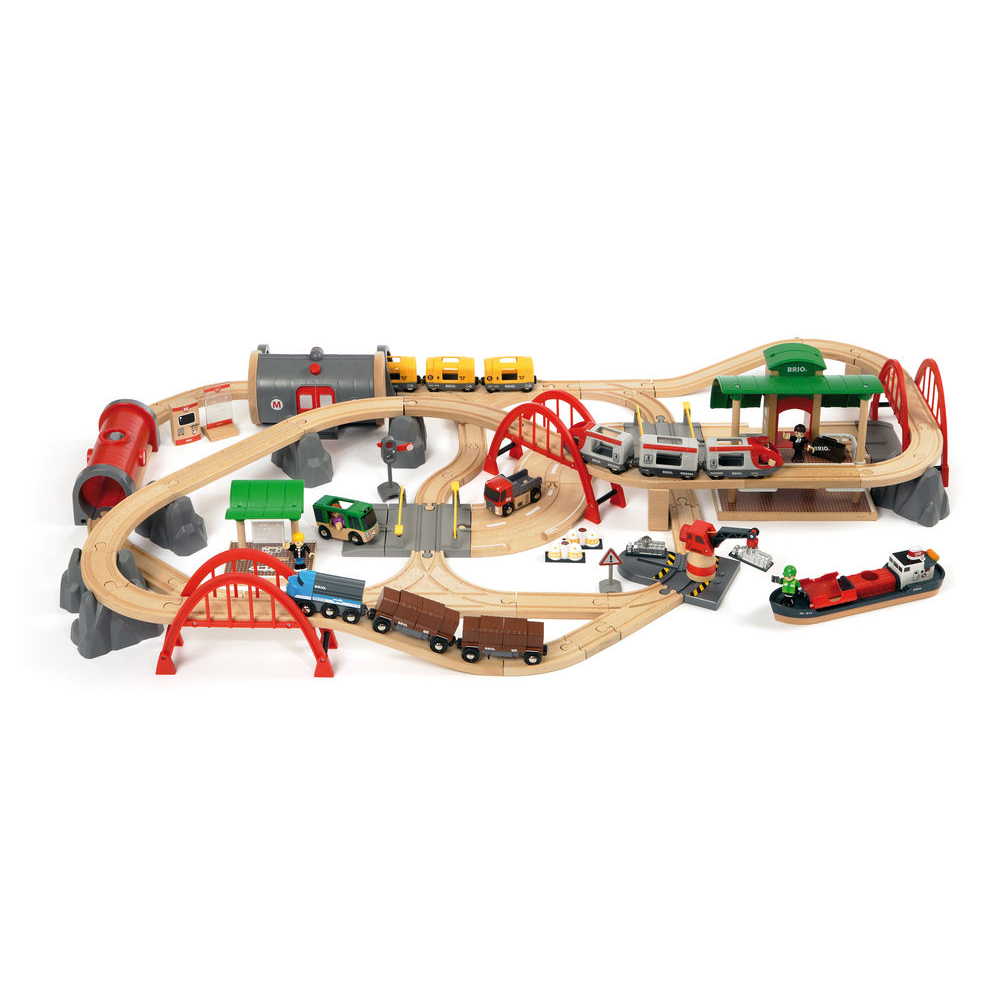BRIO Deluxe Railway Train Set: 0