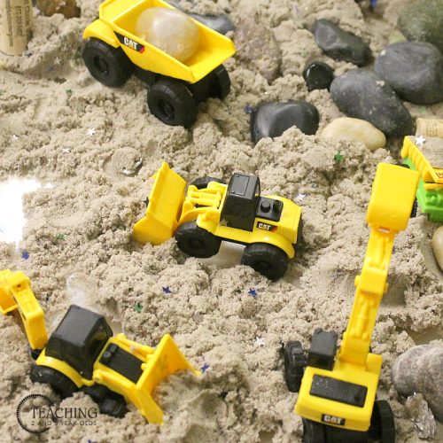 kinetic sand construction-bin