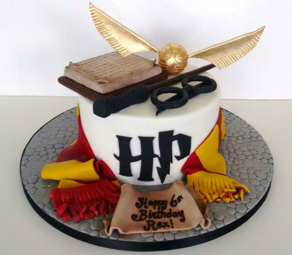 Harry-Potter-Birthday-Cake-800x697