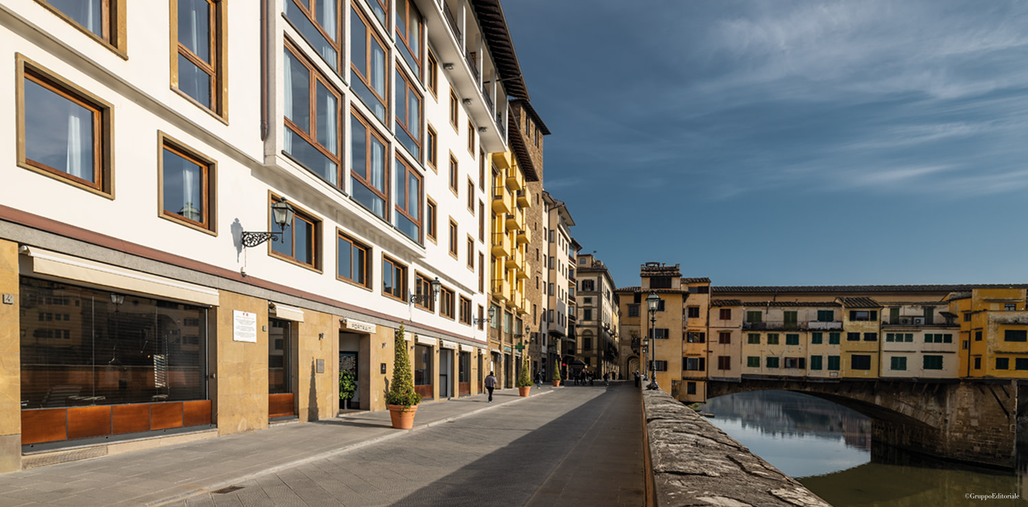 Buildings rebuilt in the Fifties  on the left of Lungarno degli Acciaiuoli, recently pedestrianized, just close to the Ponte Vecchio