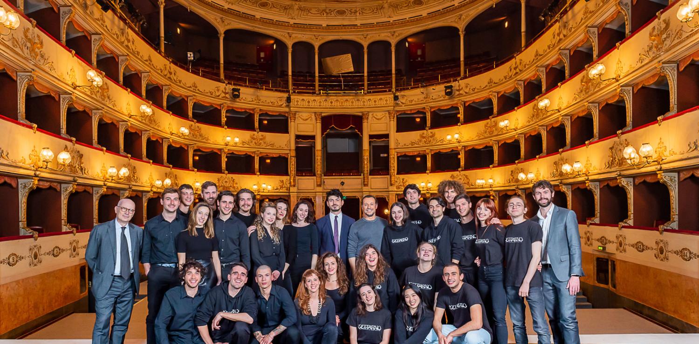 Stefano Accorsi, Tommaso Sacchi, Marco Giorgetti con i giovani del Teatro della Toscana ph. Filippo Manzini