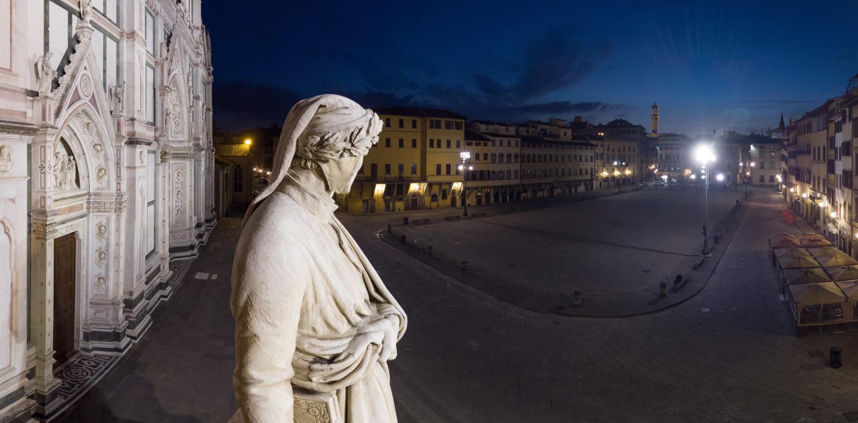 Florence, Piazza Santa Croce, statue of Dante / photo Massimo Sestini