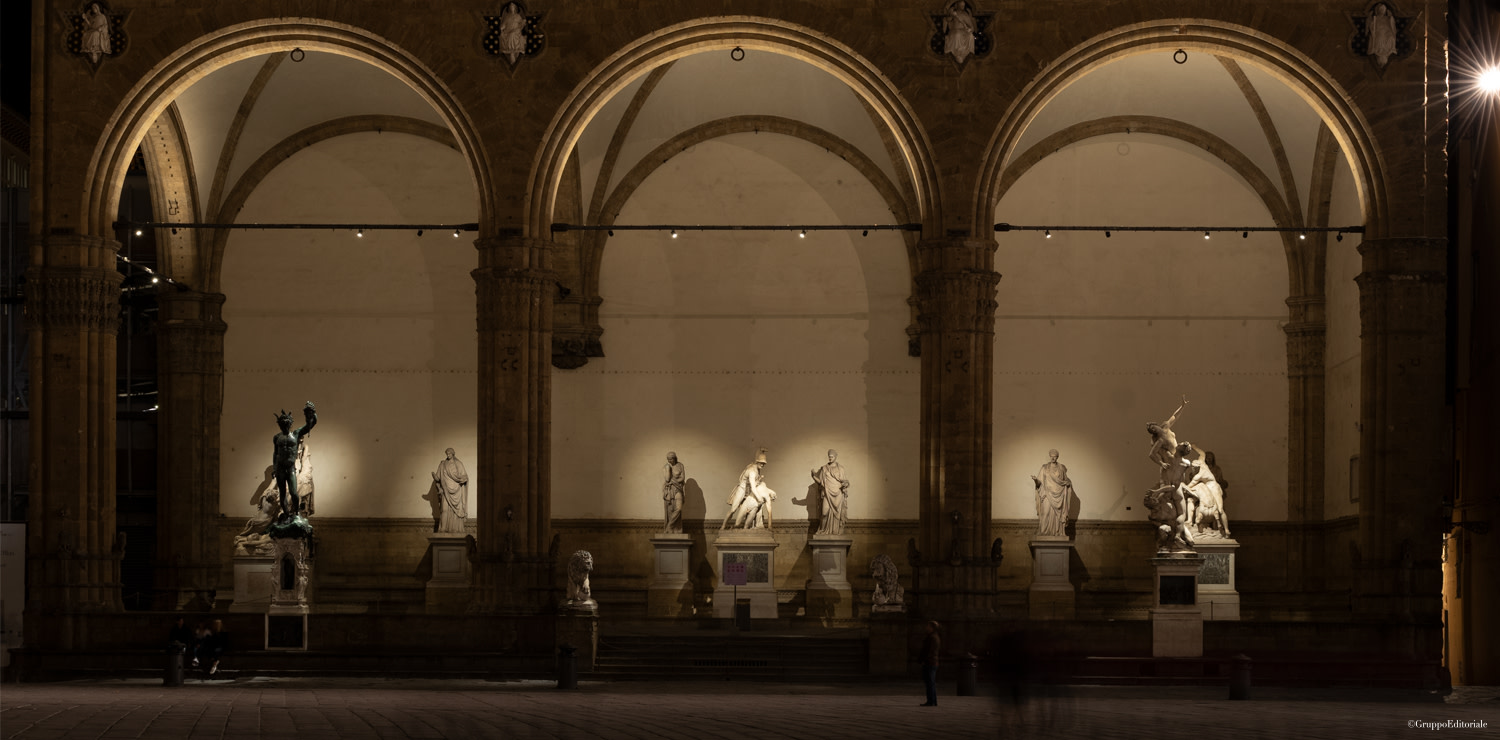 At night, the beauty of the Loggia appears like a threatre set