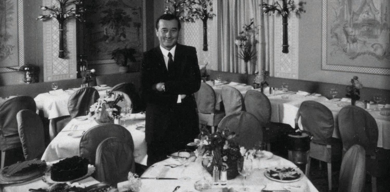 New York 1976 Sirio Maccioni nel suo Le Cirque al Myfair Regent Hotel