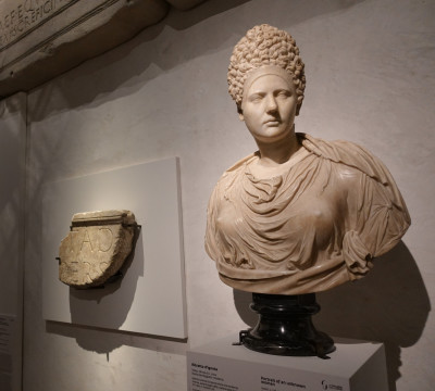 Emperors, matrons, liberties. Faces and secrets of Roman women