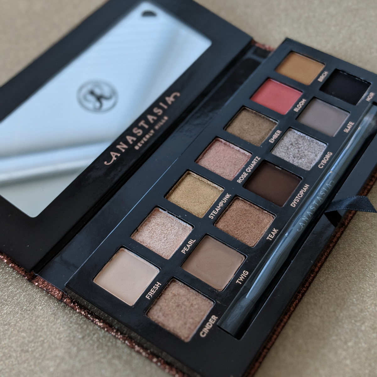 abh-sultry-eyeshadow-palette-review-front-2