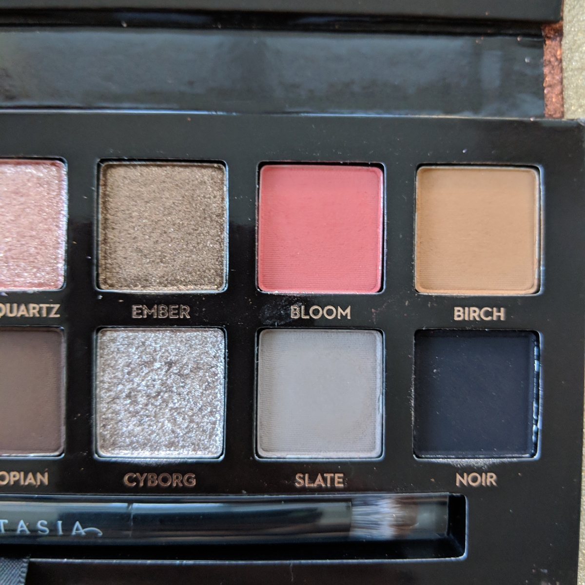 abh-sultry-eyeshadow-palette-review-zoom-right