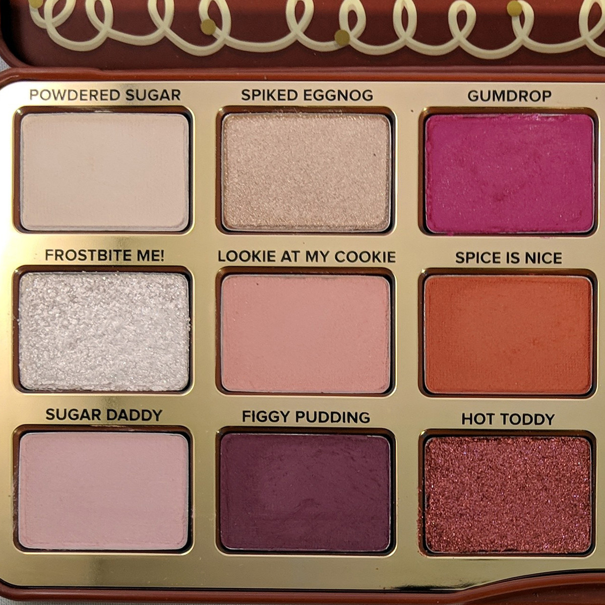 too-faced-gingerbread-spice-eyeshadow-palette-review-zoom-left