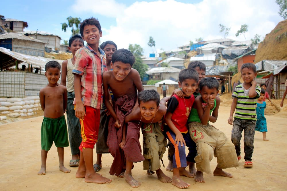 Rohingya children in front of the camera