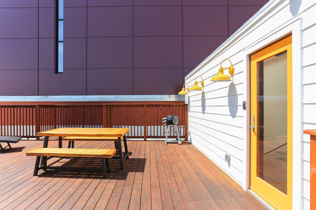Common Minna boasts a beautiful large roof top perfect for grilling, stargazing, working, or hanging out with your suitemates.