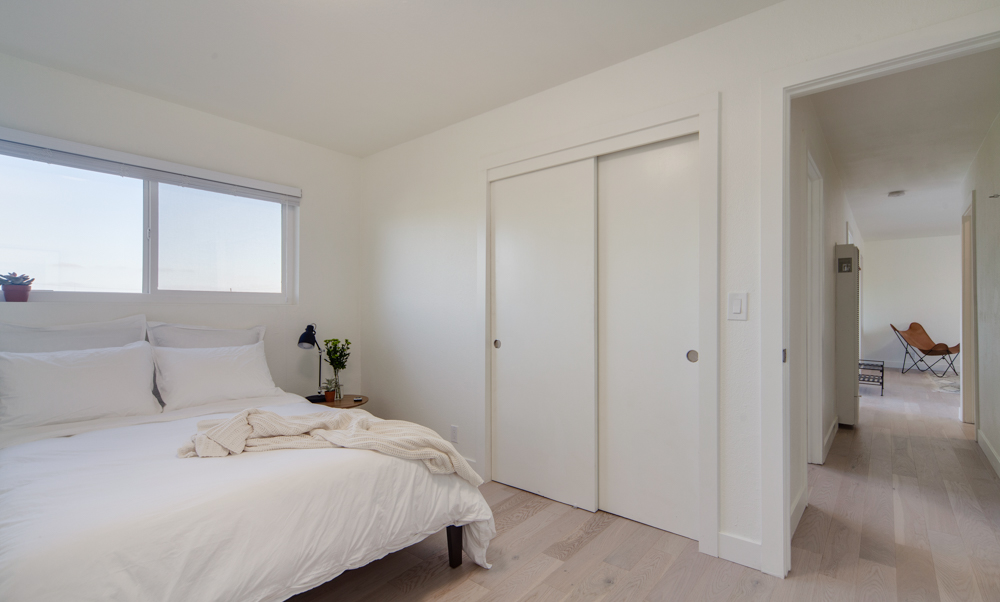 Find arge built in closes, a comfy bed, and peace of mind at Common MacArthur