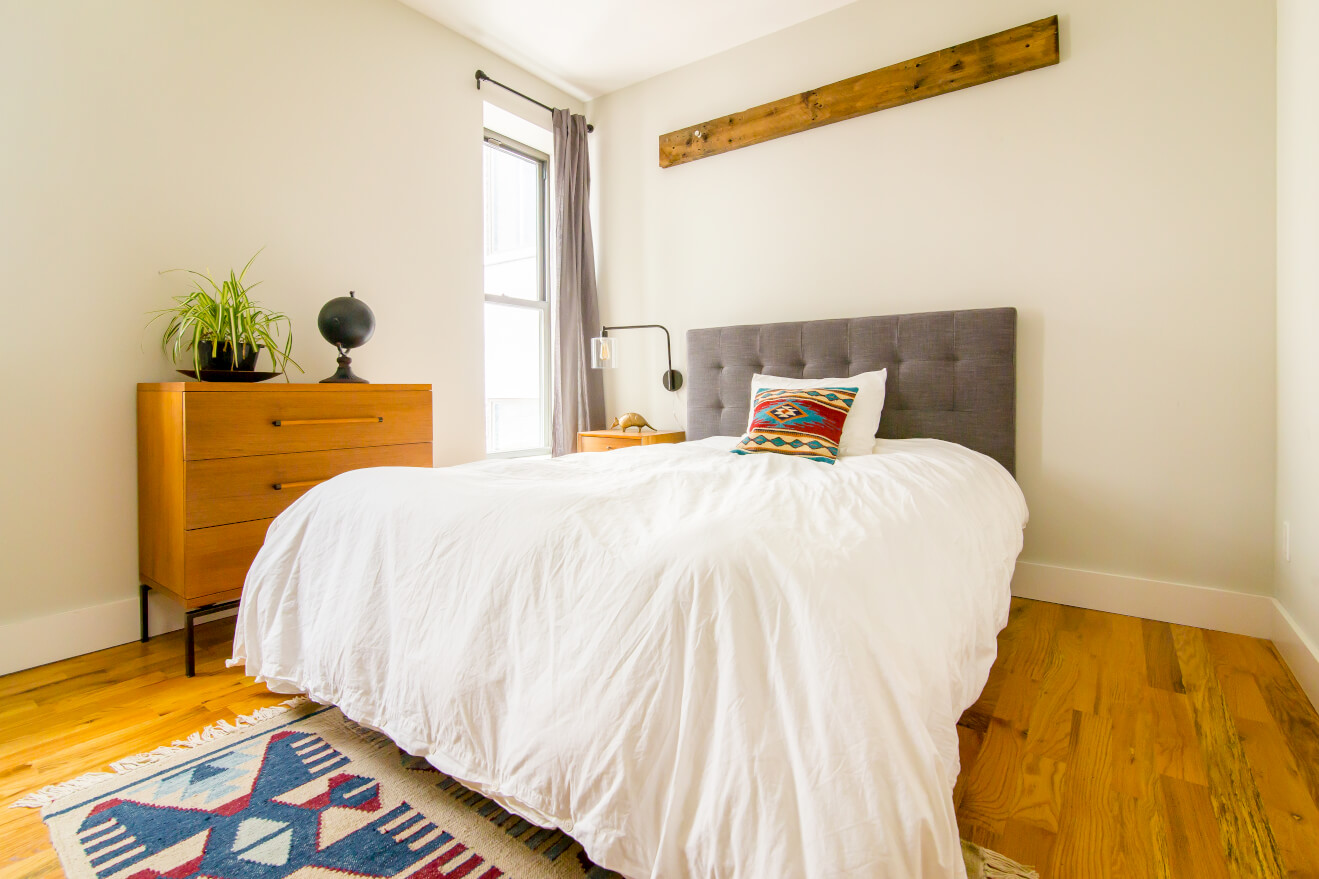 A private fully furnished bedroom at Common Albany in Crown Heights, Brooklyn.