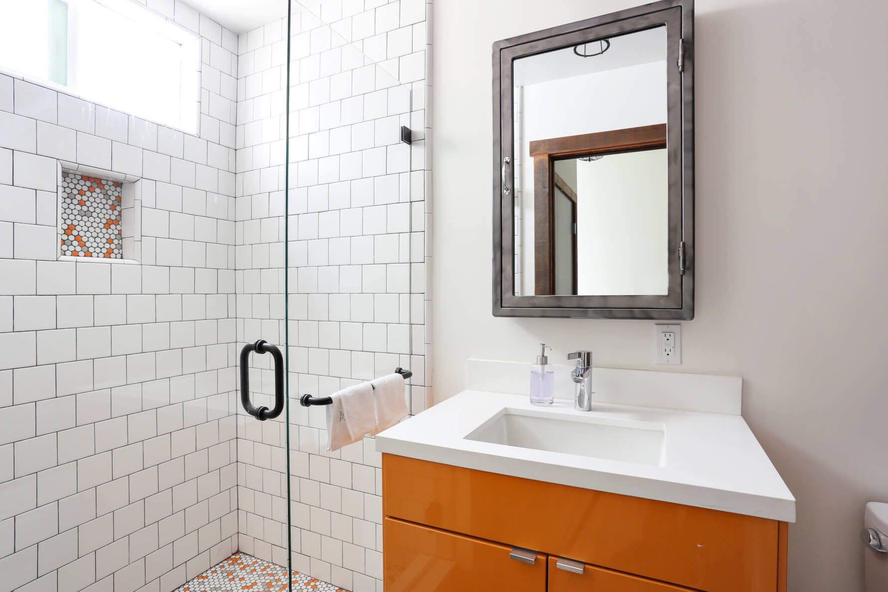 In every coliving suite at Common Minna, bathrooms are cleaned weekly and stocked with all you need.