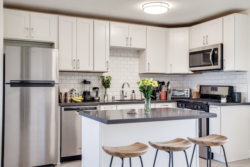 Common MacArthur's beautiful kitchen comes with amenities and friends included.