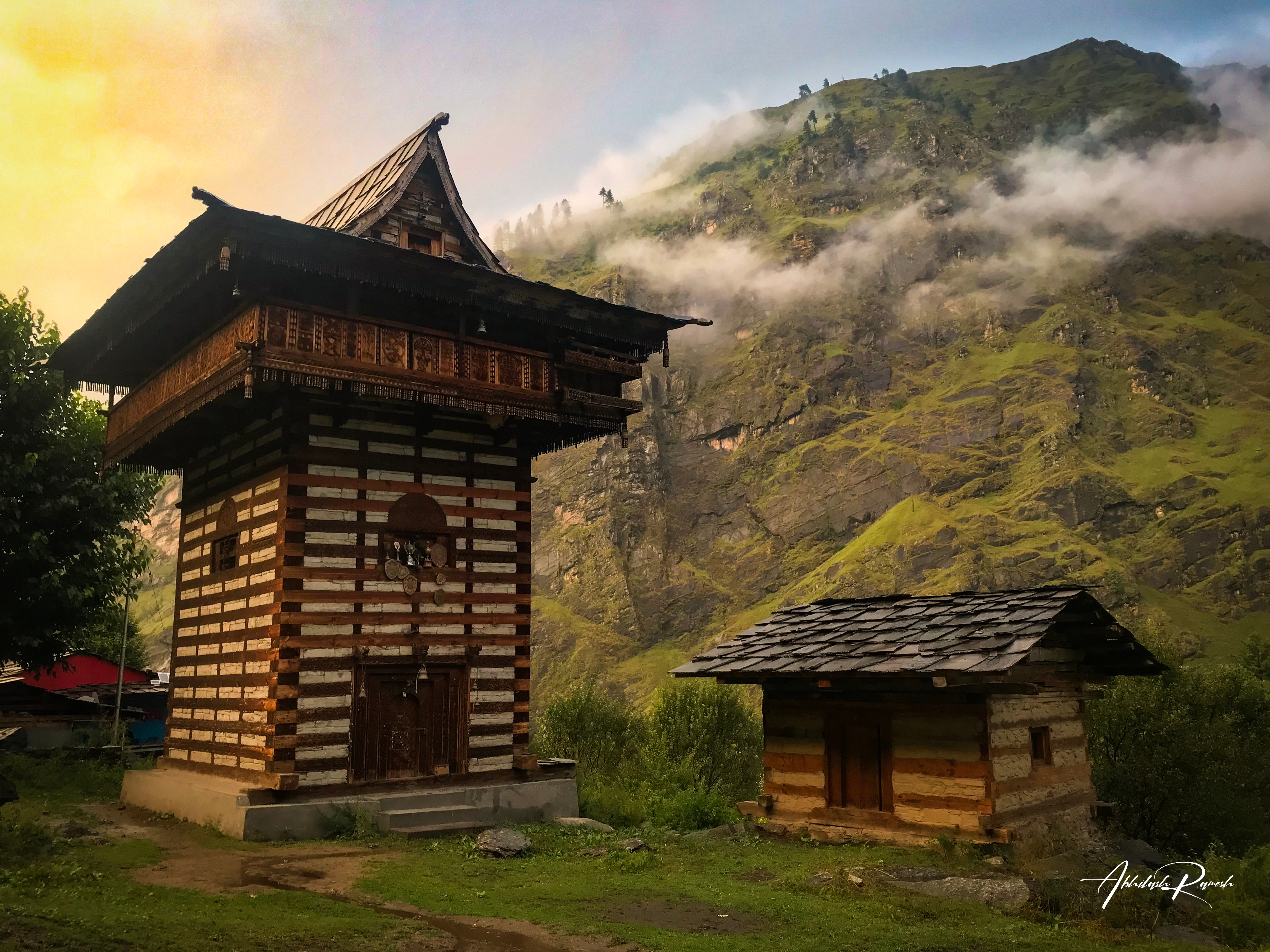 The Sewa temple with the mountains behind