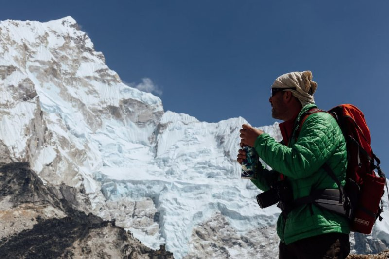 Drinking water helps to alleviate high altitude symptoms