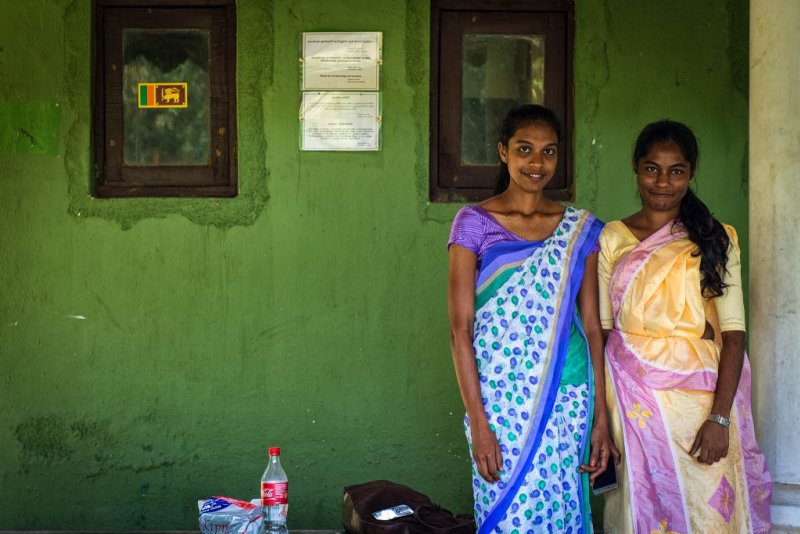 Two ladies in Sri Lanka in traditional dress