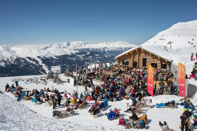Ski scene Alps winter adventure 2020