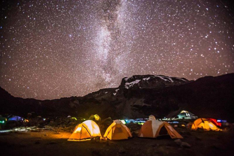 starry skiy Kilimanjaro nighttime