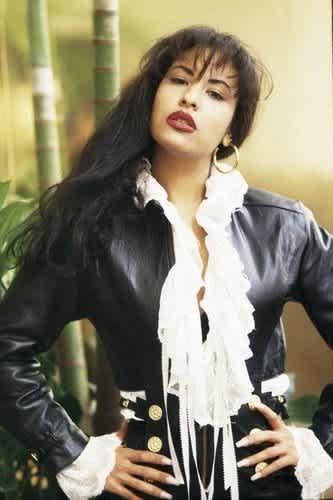 Selena Quintanilla's 6 most fabulous looks of all time (PHOTOS) |  MamasLatinas.com