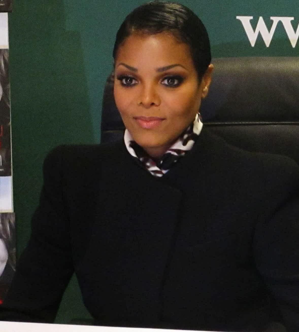 Janet Jackson se convirtió al Islam y ahora no sabemos si el divorcio cambiará su fe.