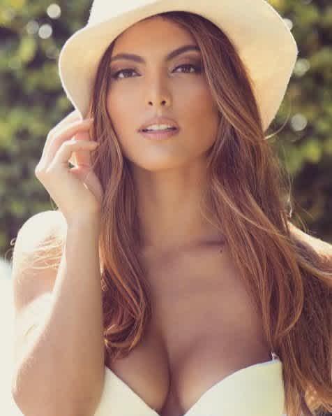 Marielena es el vivo retrato de su madre y luce tan sensual como ella.