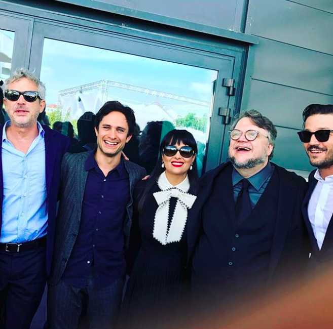 Vuela mariachis de París a Cannes para festejar a sus amigos.