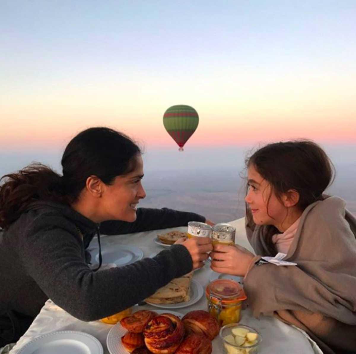 Desayuna con su hija Valentina en un globo aerostático.