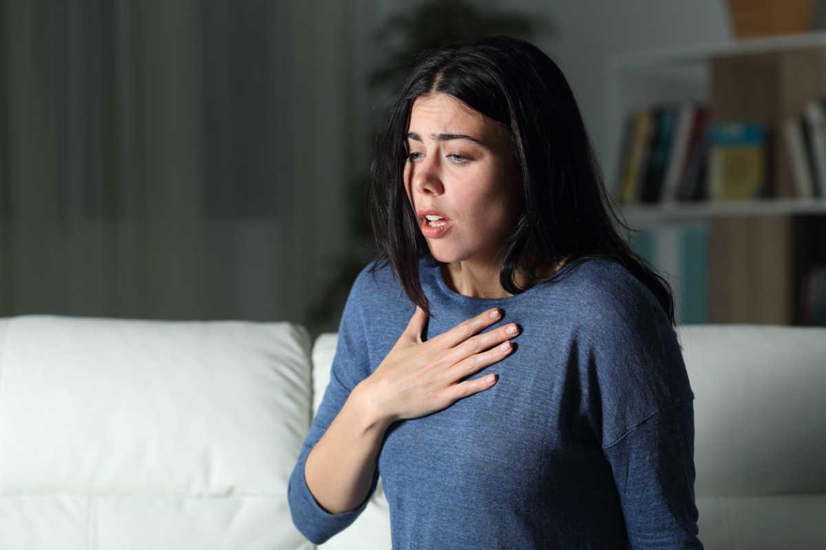 Sientes presión en el pecho y eso podría dificultar tu respiración.