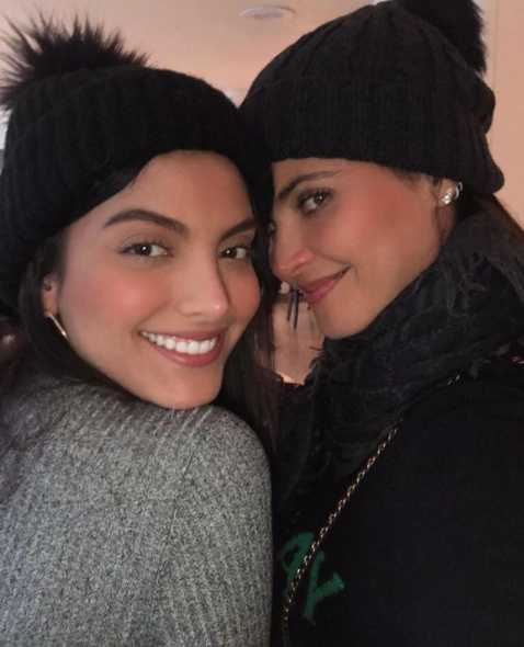 Si no conoces su historia jurarías que son hermanas.
