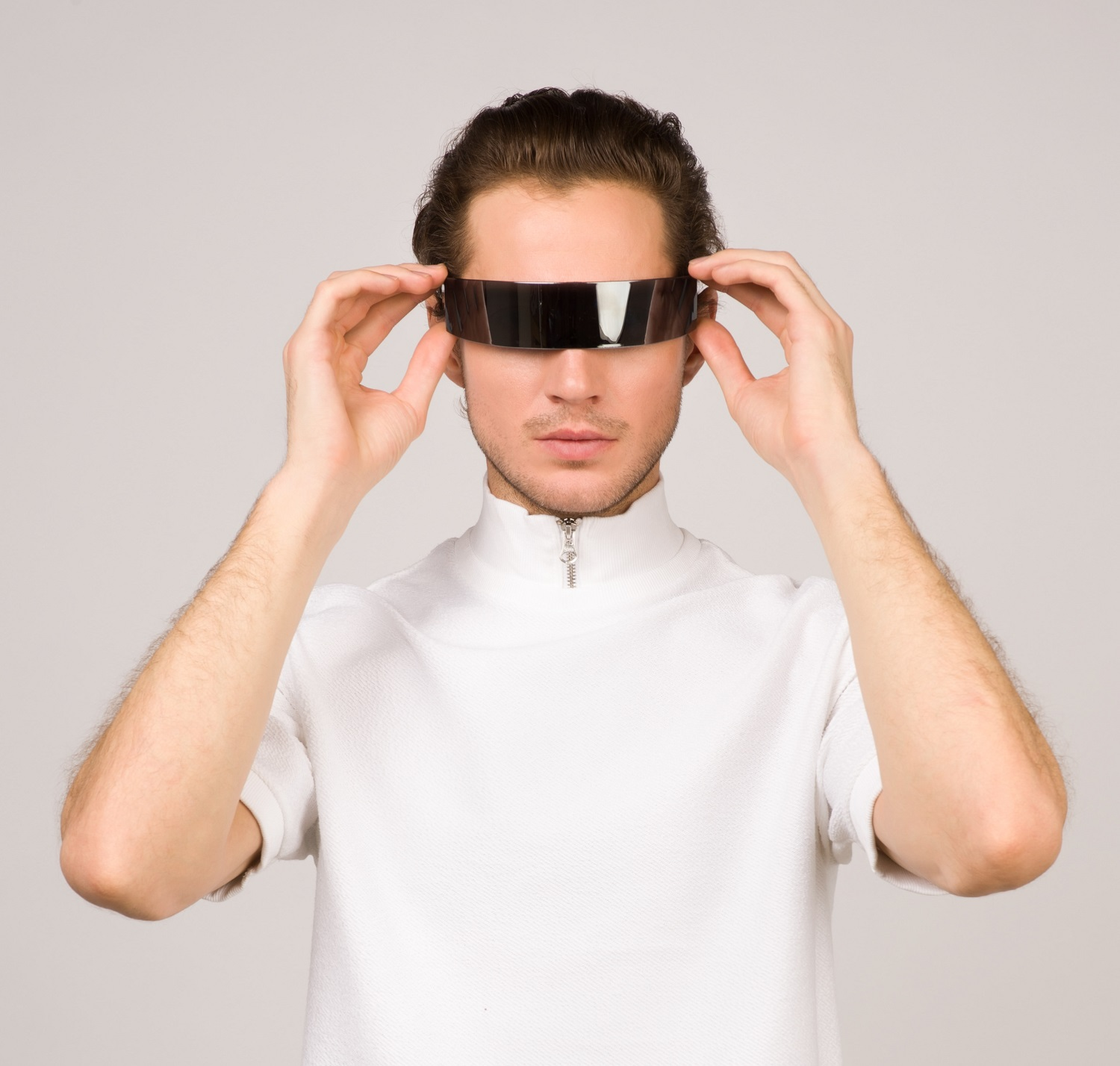 augmented reality man wearing ar glasses for 2019 ecommerce trends