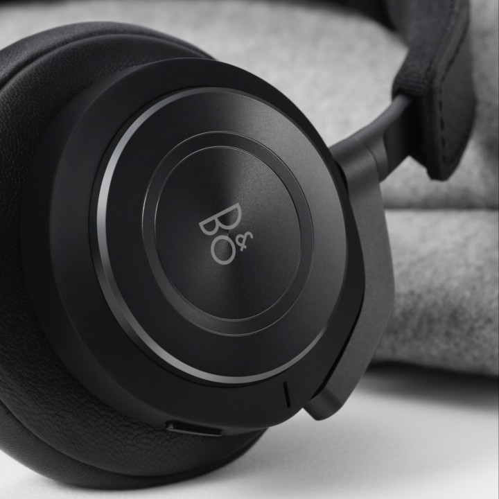Beoplay H9 Black Packaging Side