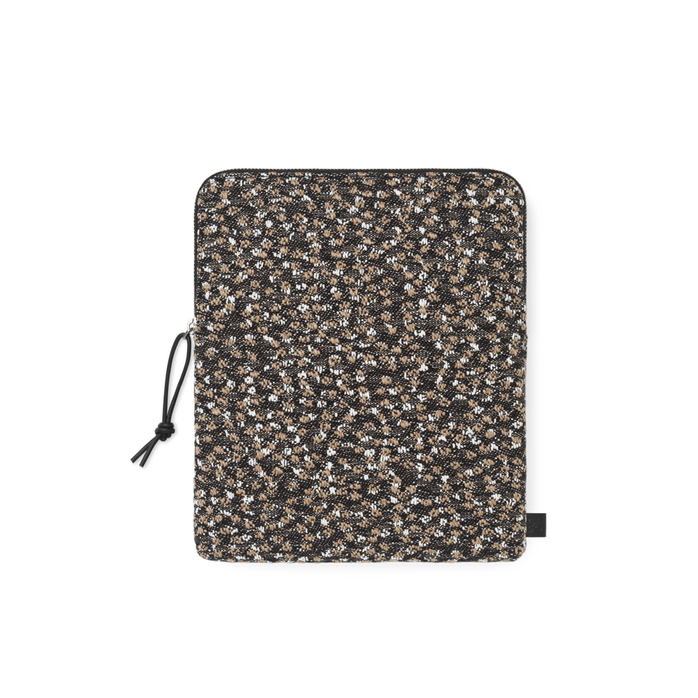 Beoplay headphone bag in Ria kvadrat fabric from the Bang & Olufsen SS19 collection