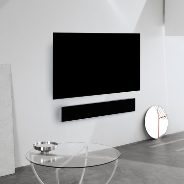 Beosound Stage silver under TV