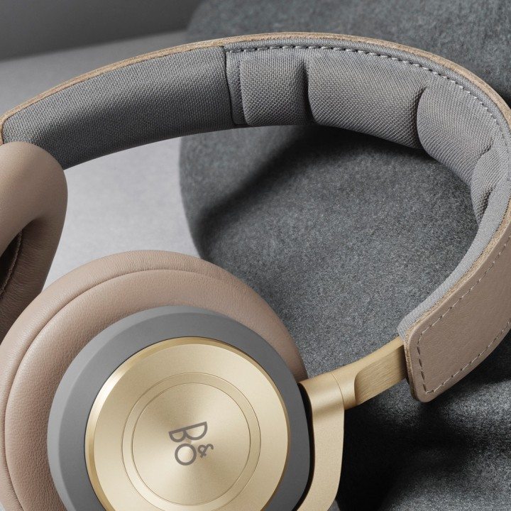 Beoplay H9 ArgillaBright Packaging Front