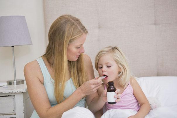 hướng dẫn cho trẻ uống thuốc đúng cách