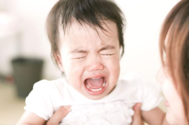 chăm sóc giấc ngủ cho bé khi bé hay khóc dạ đề