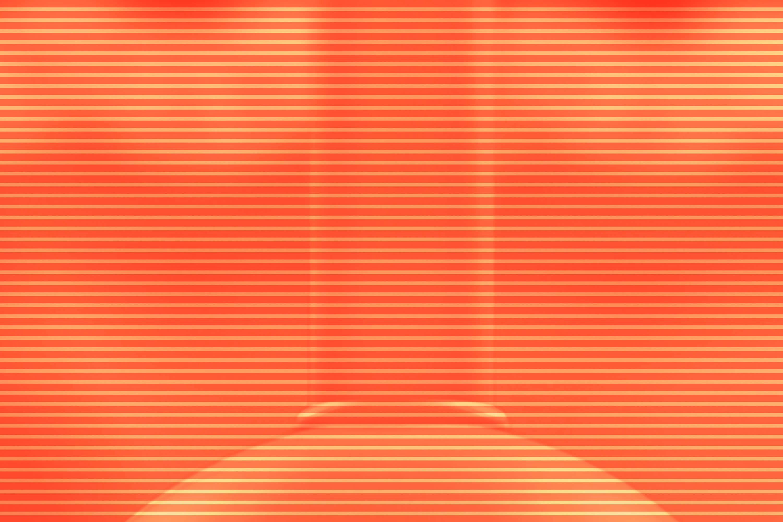 Eine orange Fläche zeigt leichte abstrakte Konturen.