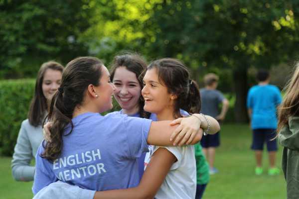 millfield-summer-school-group-of-girls