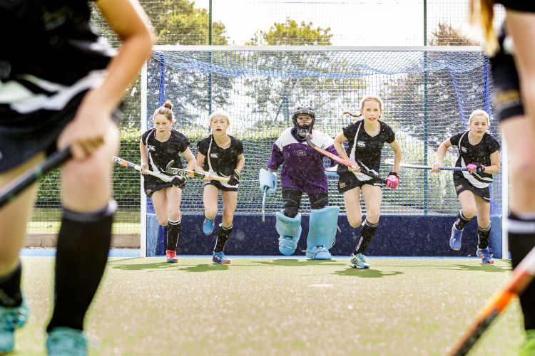 gresham-school-hockey-spielerin