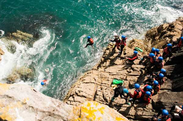 Marlborough-Summer-School-Cliff-Jumping