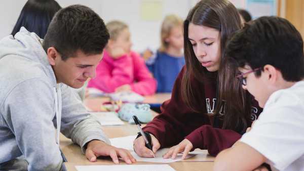 bell-english-summer-school-gruppenarbeit-im-unterricht