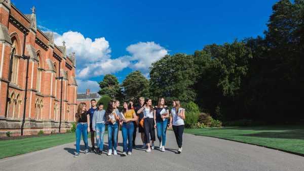 bell-english-wellington-summer-school-schülergruppe