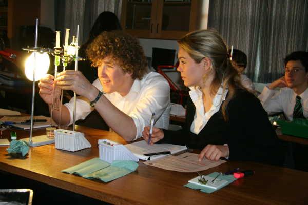 Oakham School ist ein energetisches und bodenständiges IB Internat in England, das hervorragende akademische Ergebnisse erzielt.