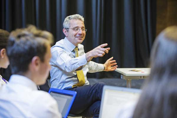 Sevenoaks Summer School - Lehrer beim Unterrichten