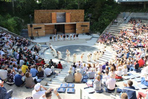 Bradfield College - bekannt für sein Amphitheater und Theaterstücke