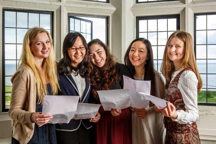 Roedean School - Schüler haben ihre Zeugnisse erhalten