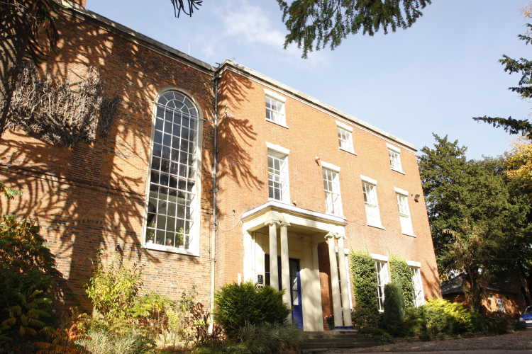 Brooke House College - Internationales College in England