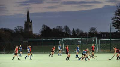 Oakham School Internat mit erfolgreichen Hockey Teams.  Oakham School ist ein energetisches und bodenständiges IB Internat in England, das hervorragende akademische Ergebnisse erzielt.