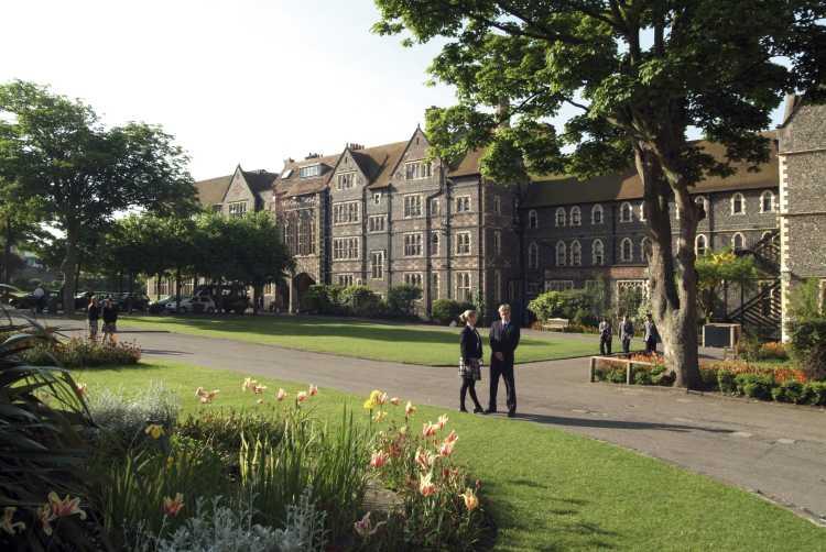 Brighton College - Ausgezeichnete A-level und GCSE Ergebnisse